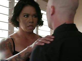 Bang-out-thirsty Seductress Dana Vespoli Hooks Up With Her Fresh Bald Headed Paramour