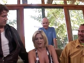 Cuckolding Eurobabe Gets Her Slit Fucked