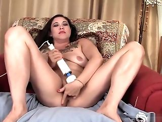 Mummy Eden Pleases Her Twat With Magic Wand
