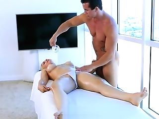 Hd  - Uber-cute Blonde Sarah Vandella Gets Frigged By The Masseuse
