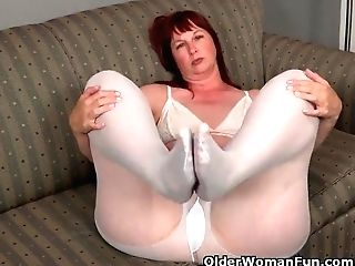 Big Bottomed Cougar Scarlett Needs To Paw One Out