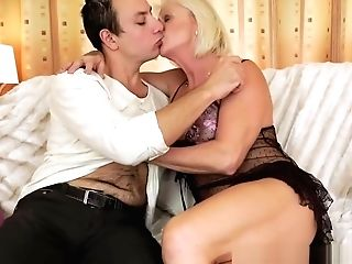 Horny Blonde Matures Gets Robs Fat Dick Inwards Her Cunt
