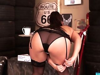 Killing Hot Brit Mummy Cherry Redden Gets Naked In The Tire Shop