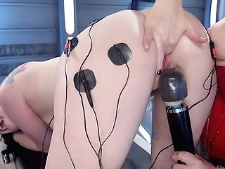 Ela Darling & Siouxsie Q In Ela Darling Electrosexed - Electrosluts