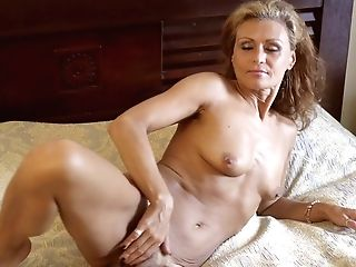 Lonely Housewife Bonita Is Pleasing Herself Early In The Morning