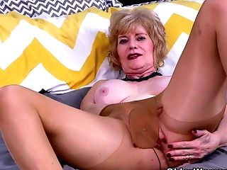 Usa Gilf Justine Gives Her Hairy Muff A Treat