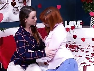 Red-haired Youthfull Lesbo Licks Dark Haired Cougar