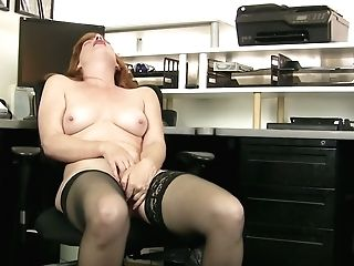 Crimson Haired Bookkeeper Amber Dawn Is Playing With Closeup Vagina