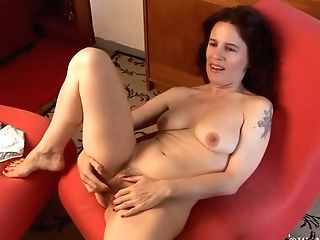 Marie Plays With Her Hairy Fuckbox