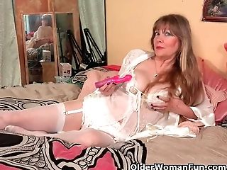 Usa Gilf Lilli Fucktoys Her Poon In Undergarments