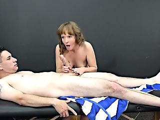 Experienced Masseuse, Cyndi Sinclair Gargles Man Rod Every Once In A While, Instead Of Doing Her Job